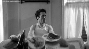 "Photogramme - Taureau 2. : Raging Bull, Plan 95. ""Jake l'enragé"" qui renverse la table."